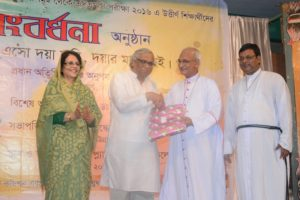 Honouring the Chief Guest Dr. Anupom Sen